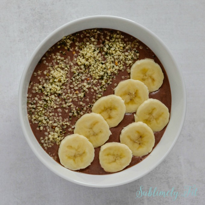 This yummy Peanut Butter Acai bowl is loaded with healthy antioxidants and is easy and simple to make!